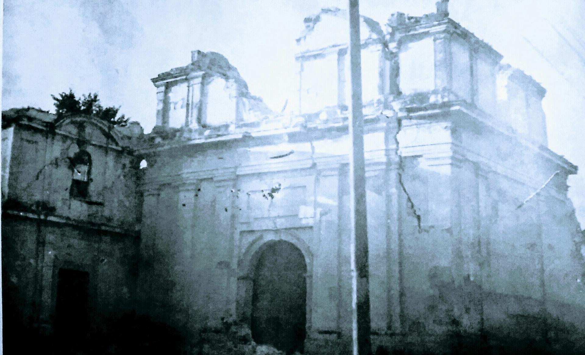 Portada destruida de la iglesia de Santa Catarina, Virgen y Mártir, de la Nueva Guatemala de la Asunción